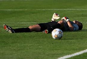 Дмитрий Стойко из-за перелома вынужден будет отдохнуть от футбола около месяца.