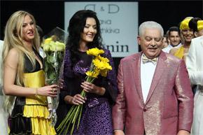 Камалия, Диана Дорожкина и Михаил Воронин встретились на подиуме в финале дефиле.