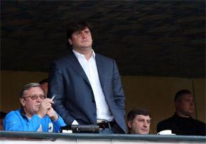 На телефонные звонки из ФФУ Савченко (в центре) не отвечает.