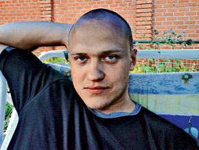 Против Александра Емельянова возбудили уголовное дело. Но он еще на свободе.